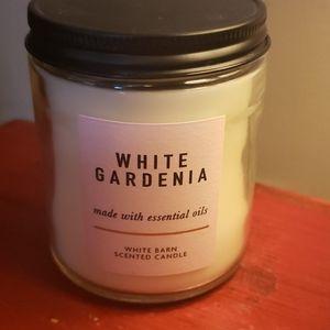 White Barn 7oz single wick candle - NWOT